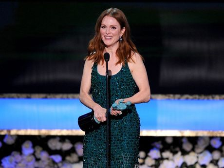 Julianne Moore accepts the award for Outstanding Performance by a Female Actor in a Leading Role at the 21st annual Screen Actors Guild Awards.