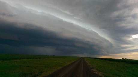 The storm front tracking north across the eastern Darling Downs on Australia Day. Photo Lachlan Nass/ Higgins Storm Chasing