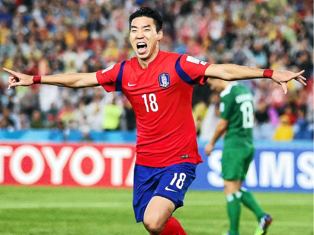TO THE FINAL: Lee Jung-hyup celebrates scoring the first goal during the Asian Cup semi-final last night in Sydney.