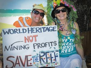 Reef protest aims to protect 'fragile ecosystem'