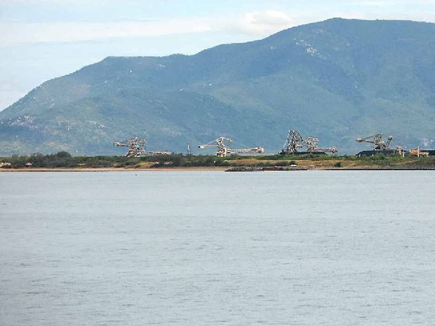 The Federal Government's delayed decision on dredge spoil at Abbot Point coal terminal has raised concerns the project could be further delayed.