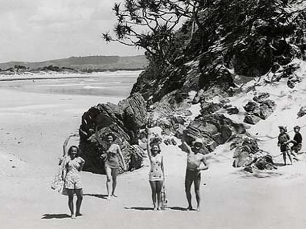 VINTAGE VEIW: Byron Bay Beach, Byron Bay (NSW) Digital ID: 12932-a012-a012X2448000121.jpg