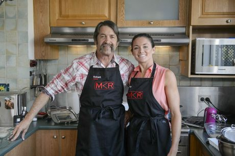 Robert and Lynzey cooking for their guests in the Blue Mountains.