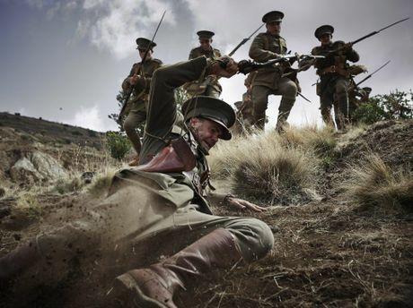 Jeremy Lindsay Taylor as Captain Taylor in Gallipoli.