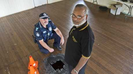 Sgt Tony Rehn and Professor Shahjahan Khan discuss security at the Toowoomba mosque.