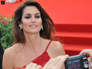 Cindy Crawford praised for 'keeping it real' at 48