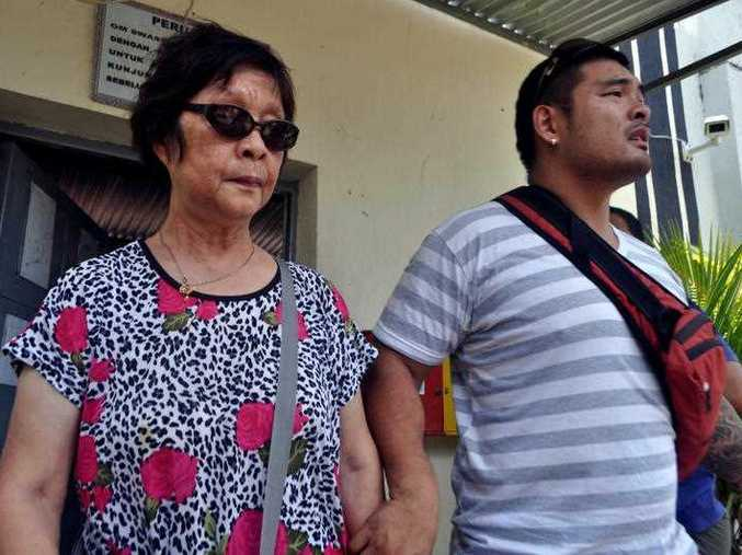 Michael Chan (R), the brother of Andrew Chan, and Helen Chan, the mother of Andrew Chan, leave Kerobokan jail, Bali, Tuesday, Feb. 10, 2015. Australians Andrew Chan and Myuran Sukumaran are destined to face a firing squad for their 2005 drug trafficking offence.