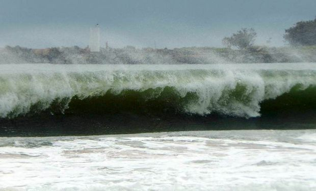 The big surf at Mooloolaba ahead of Cyclone Marcia. Photo: Willis Stinger / Facebook