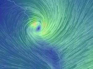 Bureau of Meteorology warns of Marcia's 'very destructive core'