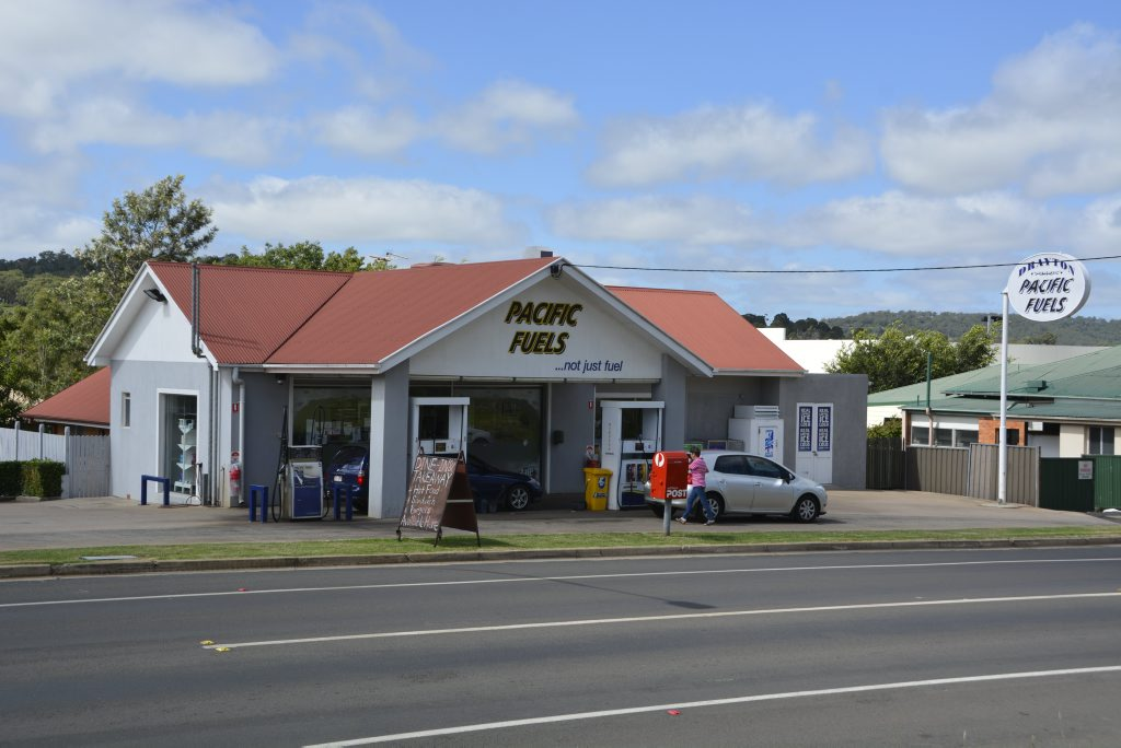 Police are investigating the armed robbery of the Pacific Fuels service station at Drayton.