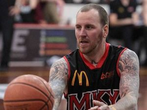 Meteors player re-signs for 2015