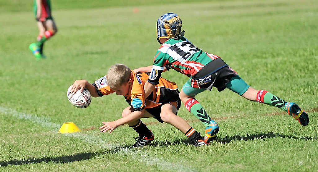Jake Coomber scores a try.