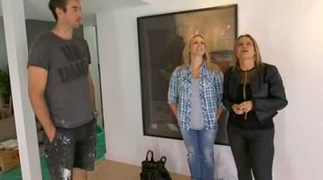 Darren and Deanne discuss solutions to their ceiling height problem with judge Shaynna Blaze.