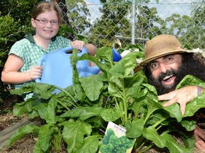 TV gardener shares his tips with Ipswich school kids