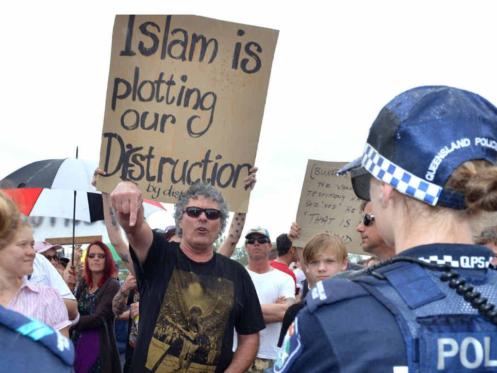 Anti-mosque protesters.