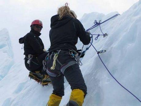 Alyssa Azar climbing Mt Everest last year.