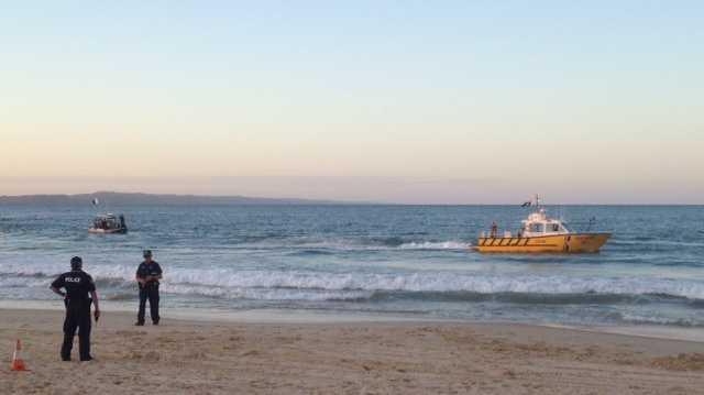 Recovery of plane wreckage Noosa Main Beach