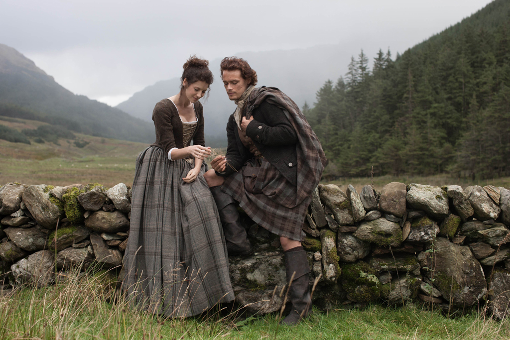 Caitriona Balfe and Sam Heughan in a scene from the TV series Outlander
