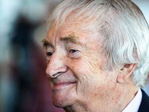 Benaud's baggy green go under the hammer
