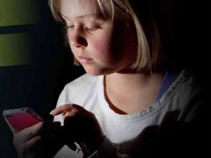 Ban devices in the bedroom: the plea to keep kids safe