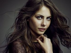 Arrow star Willa Holland ready to meet fans at Supanova