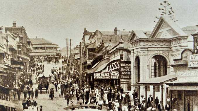BUSY STREET Mary St, Gympie, taken from where the Memorial Gates are now, looking up the street towards the Freemason Hotel.