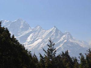 Agnes Water teen treks to Mount Everest