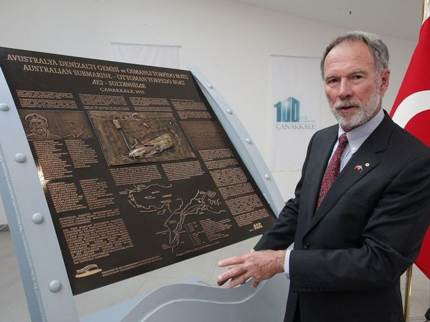AE2 Commemorative Foundation chairman Peter Briggs unveils a plaque dedicated to the Australian First World War submariners at the Kabatepe Gallipoli Simulation Centre.