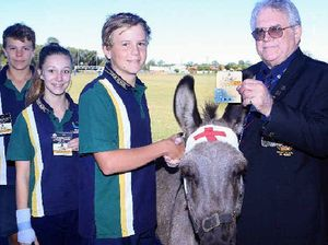 Wearable Anzac memorial plaques presented to Xavier pupils