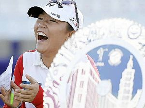Lydia Ko celebrates 18th birthday with Swinging Skirts win