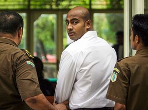 Myuran Sukumaran gave out chocolates to cheer up family