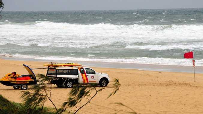Rough surf at Sunshine Beach