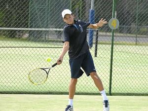 Tennis players flock to tournament