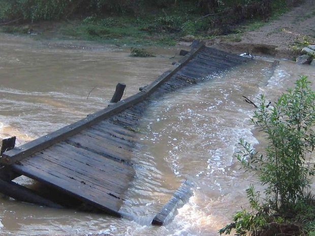 DON'T TRY IT: rivers trying to negotiate crossings like Blaxlands Bridge at Coutts Crossing risk putting themselves in serious danger.