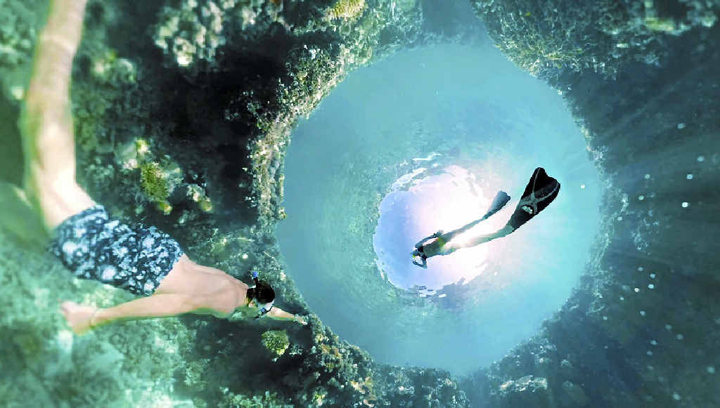 Hamilton Island has teamed up with Qantas to create a 3D Virtual Reality experience of the Reef.