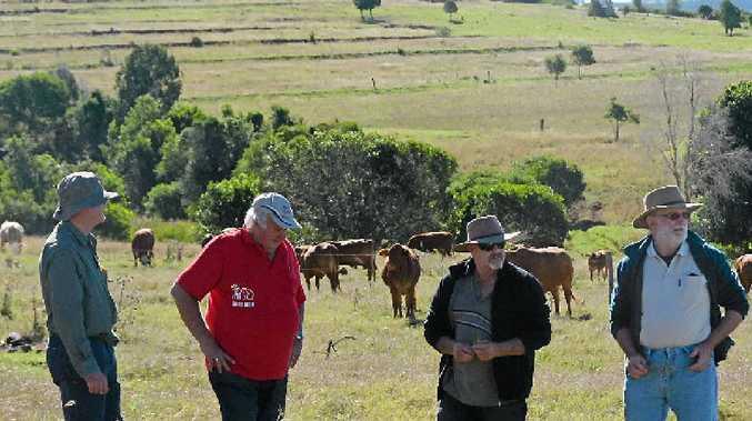 BOOIE FIELD WALK: BGA Agri Services' Ian Crosthwaite and farmer Neville Jorgensen talk farmers through contouring.