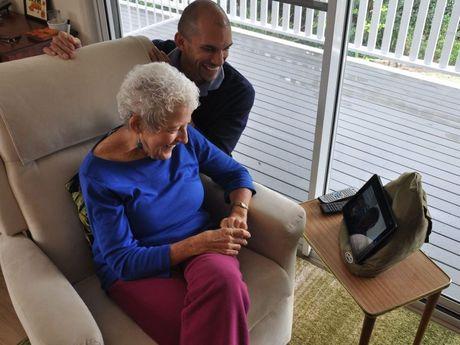 Sunshine Coast palliative care nurse David Ruzicka and patient Julie Newey use telehealth conferencing in Ms Newey's Maleny home.