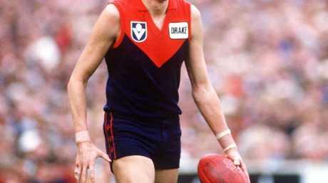 1980's: Robert Flower of Melbourne surveys his options, in the VFL match between Melbourne and Sydney, played at the Melbourne Cricket Ground, Melbourne, Australia. Mandatory Credit: Allsport Australia/ALLSPORT