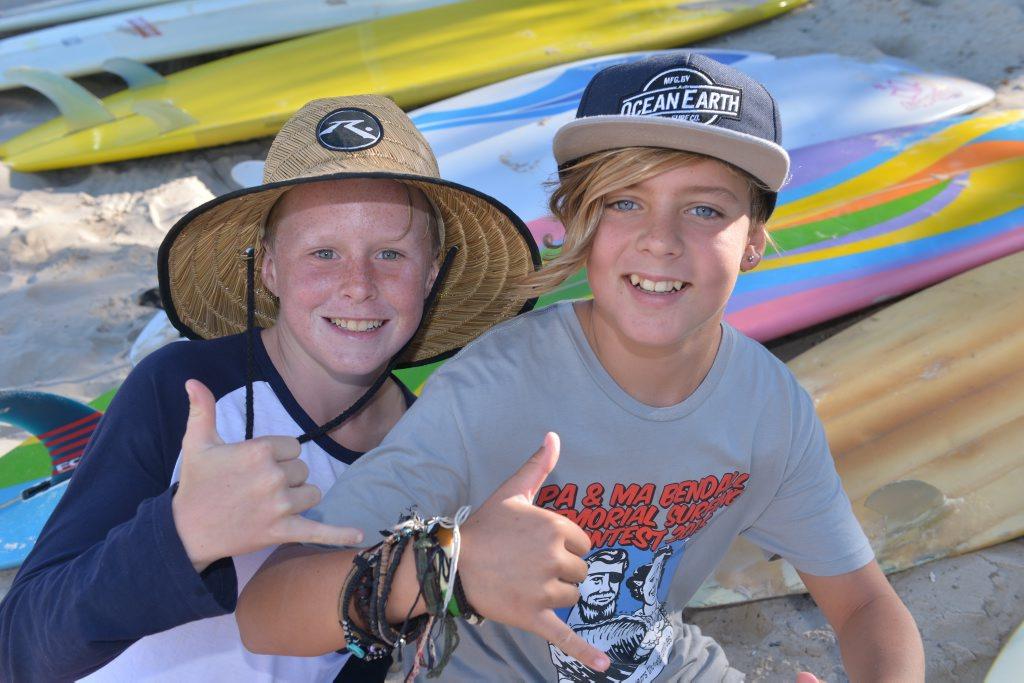 Jae Bath and Izaac Robinson at King's Beach to raise awareness for Lyme's disease. Photo: John McCutcheon / Sunshine Coast Daily