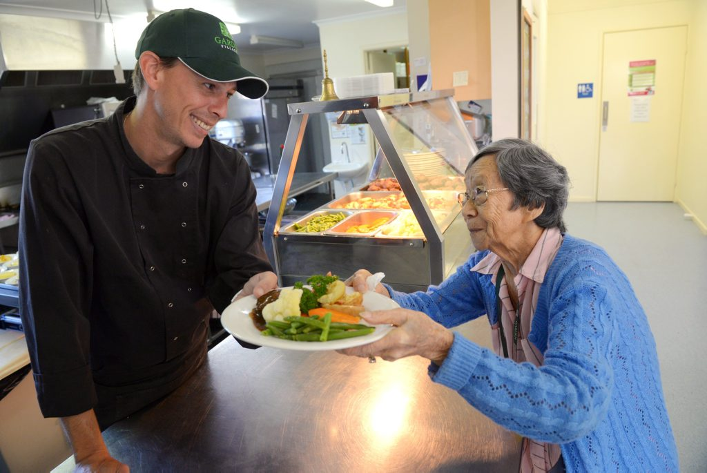 FIVE STARS: Chef Matt Garson and resident Phyliss Seechin are thrilled that Jefferis Gardens has received a 5 Star Food rating as part of the council s food rating system. Photo: Max Fleet / NewsMail