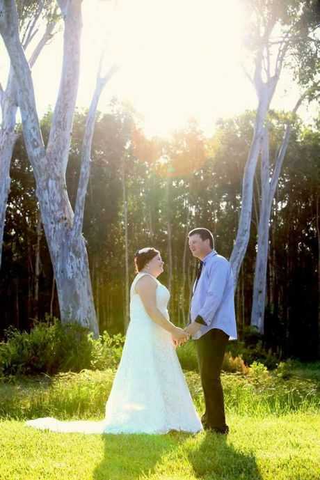 Craig and Amber Oldaker eloped at Lake Weyba Cottages at Noosa on 17 March 2015. Only two witnesses, bridal party Cindy and Tim and three year old son Saxon.