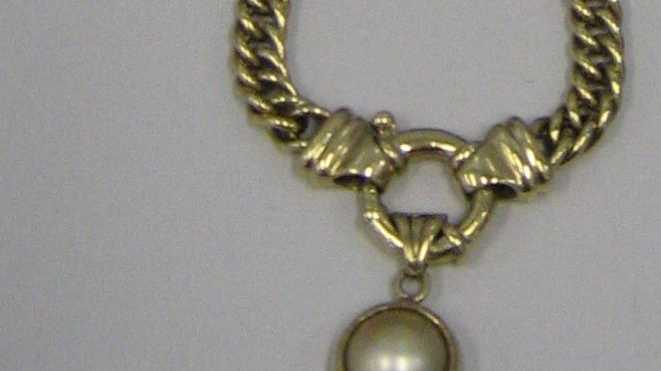A gold necklace has been handed in to Maroochydore police.