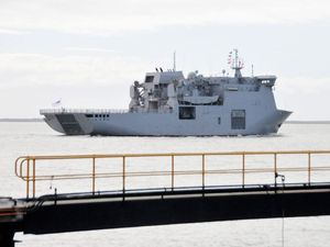 NZ Warship back in Gladstone to pick up cargo