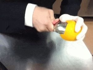 VIDEO: This is the most effective way to peel an orange