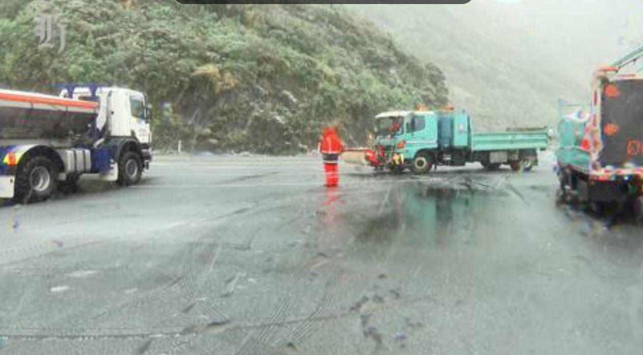 Snow falls on the Rimutakas, Wellington NZ
