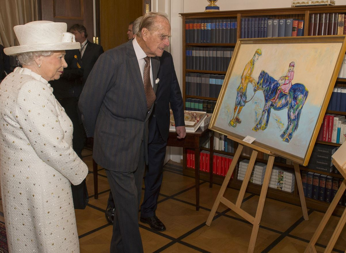 Queen Elizabeth II and the Duke of Edinburgh are presented with a painting by Germany's Federal President Joachim Gauck at his official Berlin residence