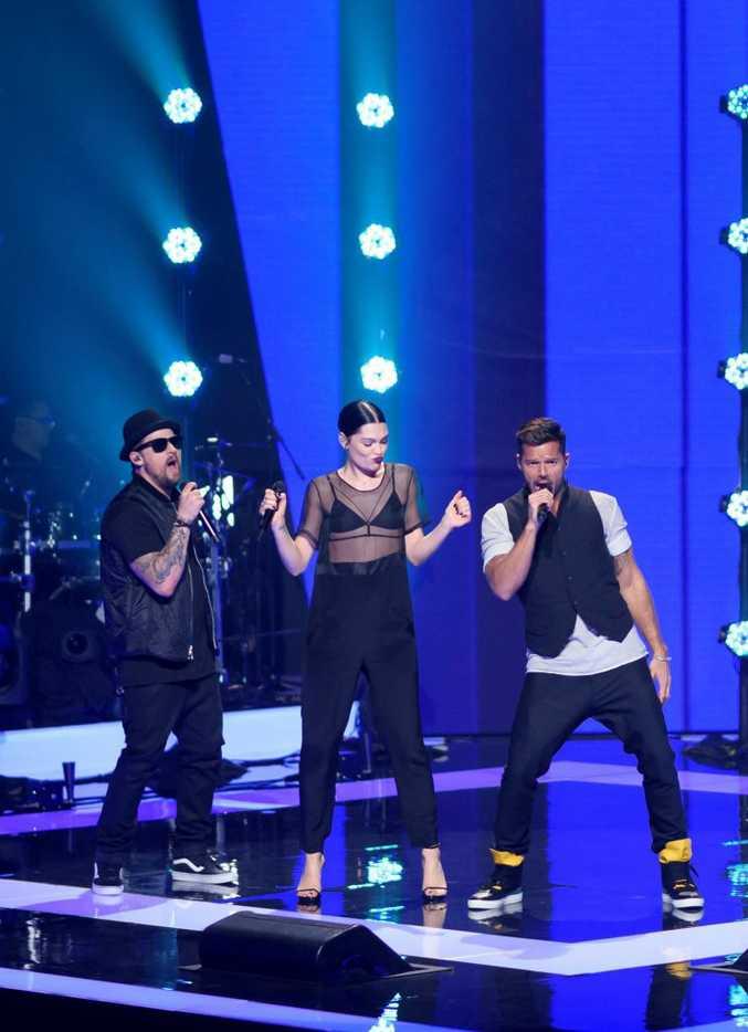 The Voice Australia coaches Joel Madden, Jessie J and Ricky Martin perform Bang Bang.
