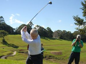 Mayor christens green at Maleny's new golf course