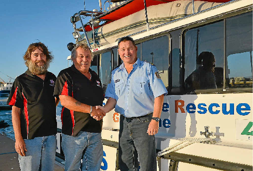 GENEROUS HELP: Rocky Glen Social Club's Tony Bartlett and Garry Webb presented VMR president Rob Plumridge with $1000.