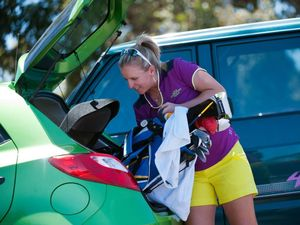 Backers emerge as golfer Emma de Groot crowd funds her rise